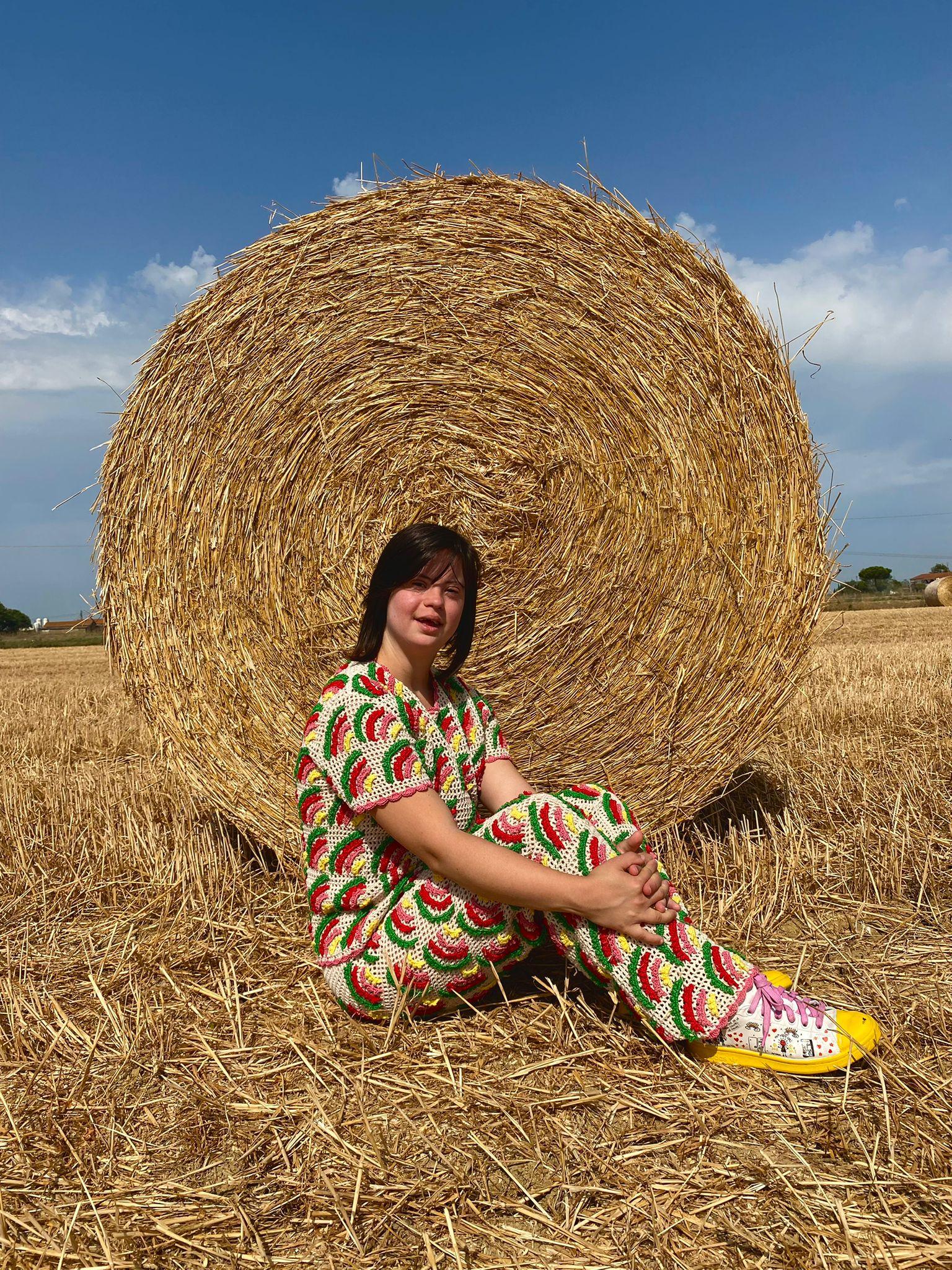 """Irene Vettore indossa un modello della collezione """"An extra chromosome of love"""""""